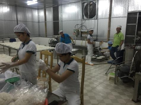 Cơ sở sản xuất hút chân không bún tránh nhiễm khuẩn